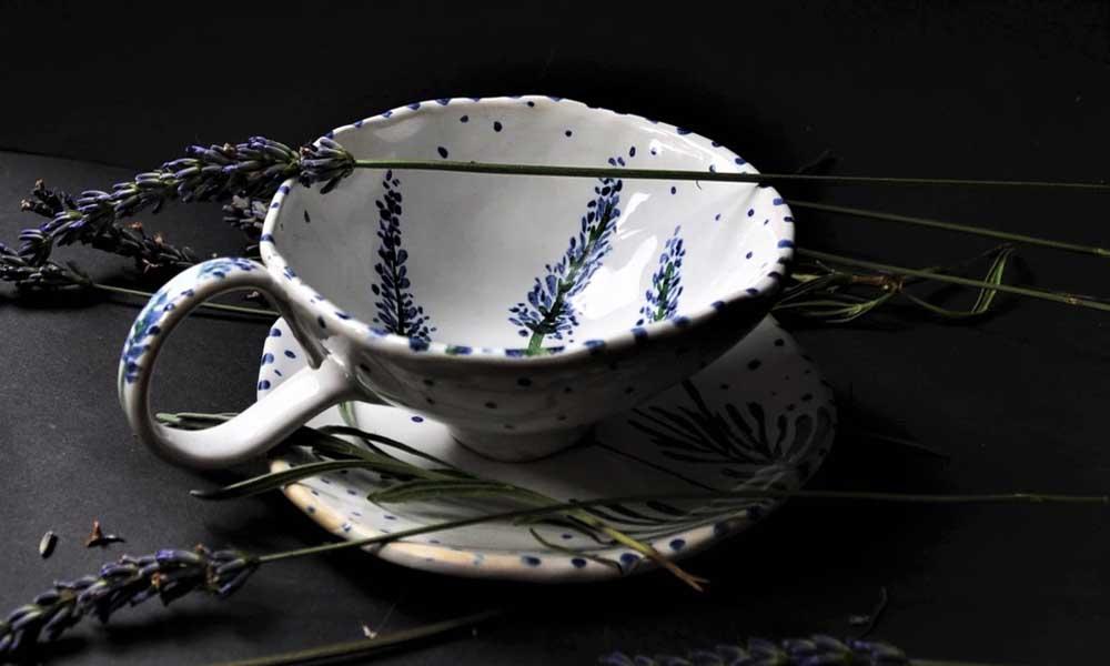 ręcznie malowana filiżanka z motywem lawendy