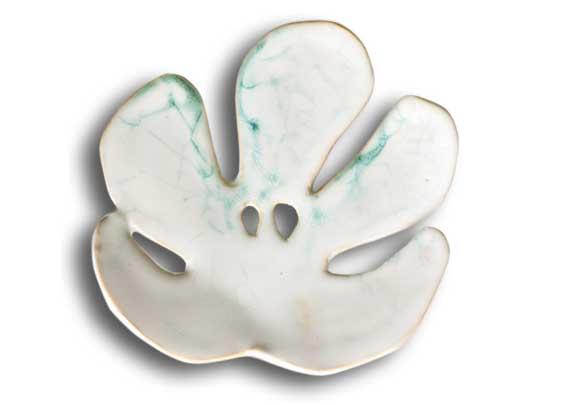 Mydelniczki liscie biale mydelniczka ceramiczna,piękne prezenty,ceramiczna mydelniczka handmade,ceramiczna mydelniczka z dziurkami