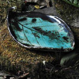 mydelniczka liść kiwi turkusowa, ceramiczna z efektami