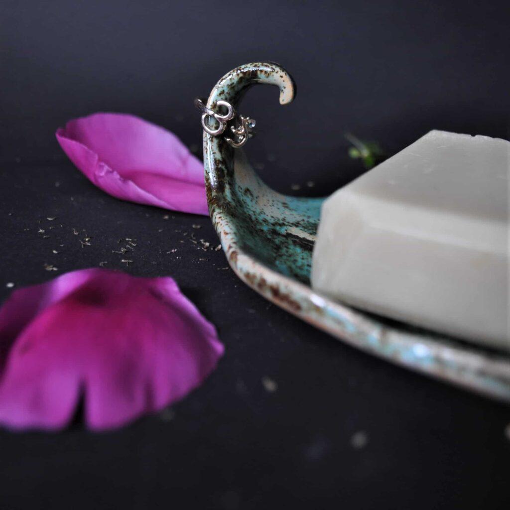 mydelniczka ceramiczna turkusowa, biała mydelniczka, prezent