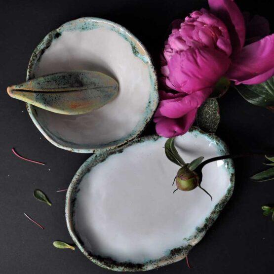 zestaw łazienkowy z miską i szpatułką biały z nutą turkusu