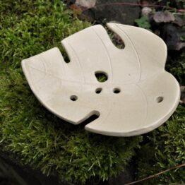 ceramiczna kremowa pisakowa mydelniczka liść monstery