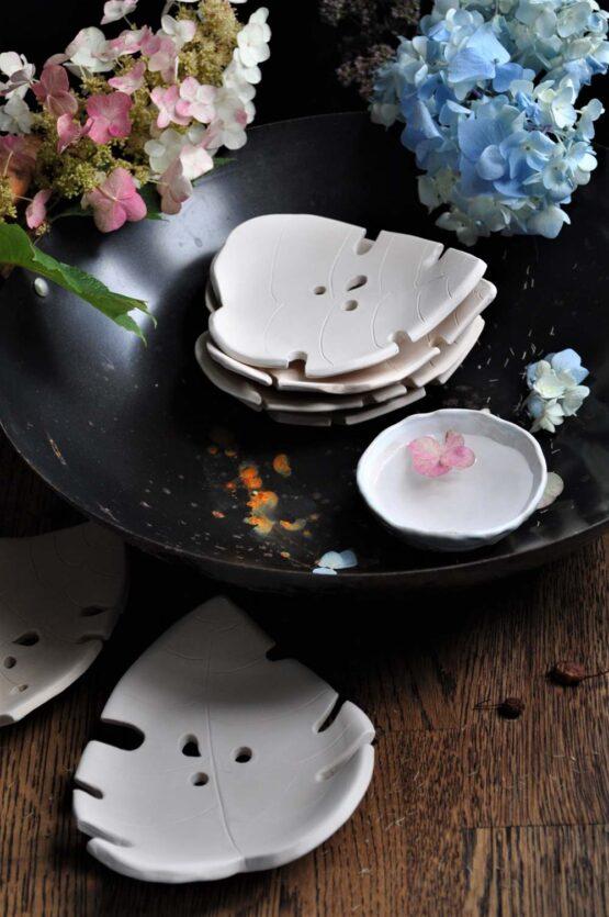 mydelniczka liść monstera biała rękodzieło ceramiczne