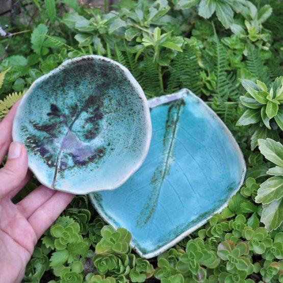 zestaw recznie robiony artystyczny do sushi blekitny arteliu elius art talerz liść,zestaw ceramiczny do sushi,talerze liście rękodzieło,ceramiczny zestaw do sushi turkusowy