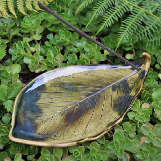ceramiczny talerz liść na palo santo kadzidła zielony rękodzieło
