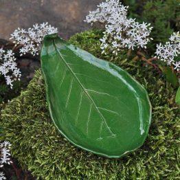 ceramiczny talerz liść na biżuterię zielony oliwka handmade