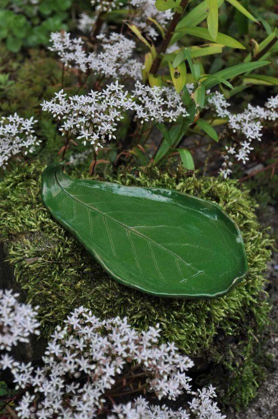 ceramiczna podstawka na biżuterię liść zielony oliwka
