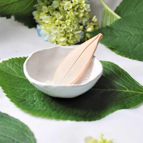 ceramiczna miska na glinki na algi ze szpatułką biała