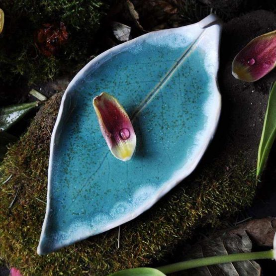 ceramiczny talerz liść na palo santo biżuterię turkusowy błękitny ceramika arteliu
