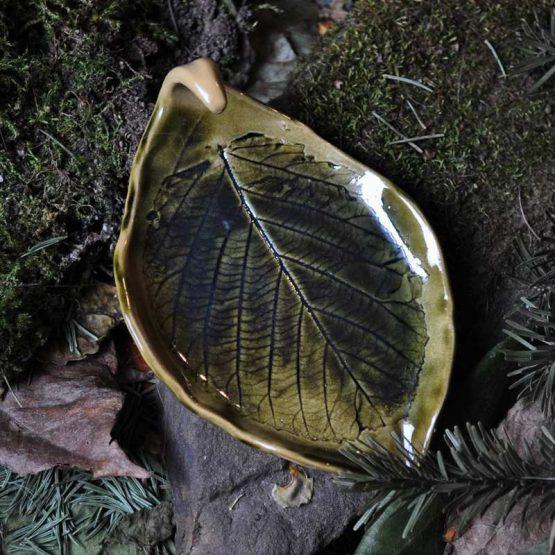 mydeliczka liść z hakiem na obrączki i pierścionki oliwkowa zieleń