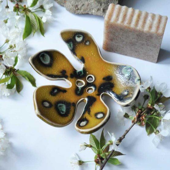 ceramiczna mydelniczka z dziurami artystyczna rękodzieło
