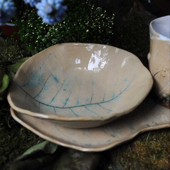 ceramiczny komplet śniadaniowy z paprociami