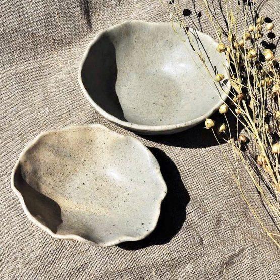miski ręcznie robione w kolorze szarym z ciemnymi drobinkami