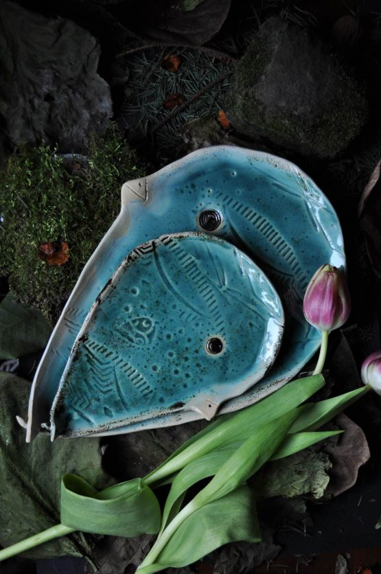 talerze turkusowe oryginalne zdobienie