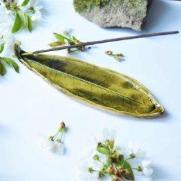 ceramiczna podstawka pod kadzidło liść oliwkowy