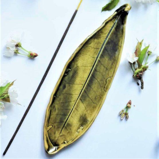 ceramiczna podstawka na kadzidło liść zielony artystyczny