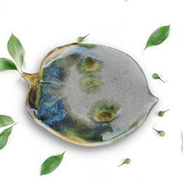 ceramiczna podstawka na biżuterię liść ręcznie robiona