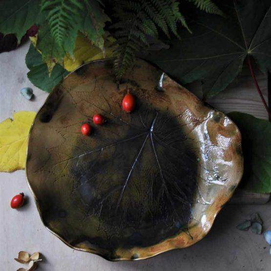 ceramiczna patera na owoce liść klonu brązowa zielona