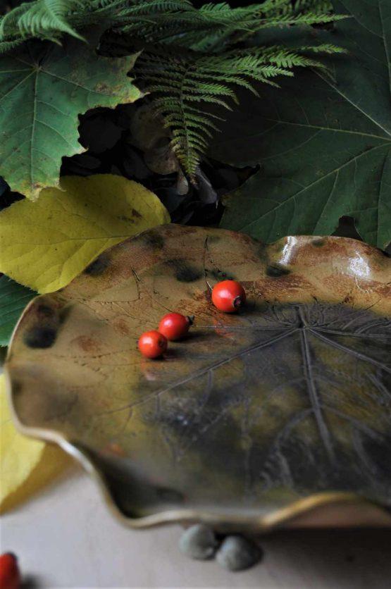 ceramika artystyczna rękodzieło patera liść