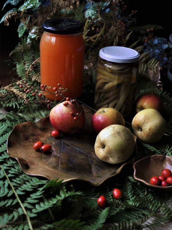ceramika na jesień patera liść z owocami i dziką różą